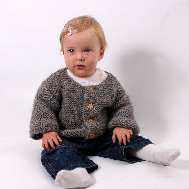c8106f4e59565c Baby cardigan strikket i CaMarose lama uld